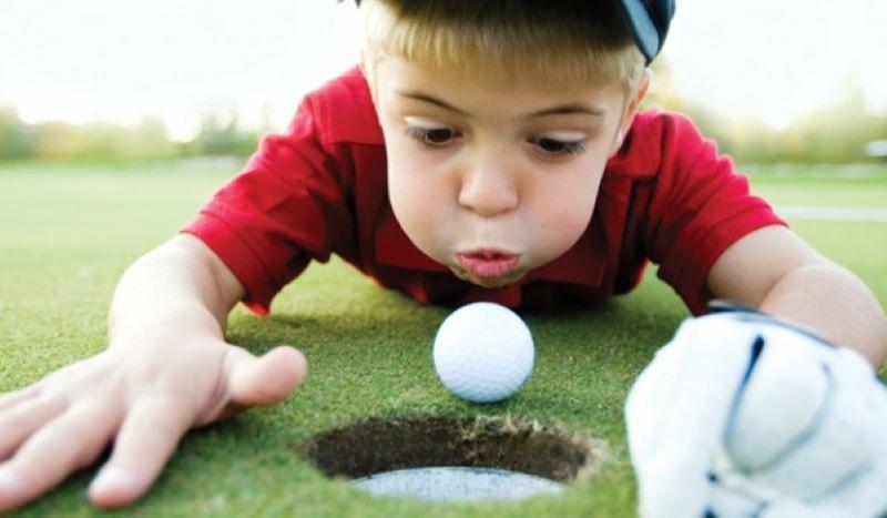 Hãy làm cho trẻ cảm thấy chơi golf rất thú vị
