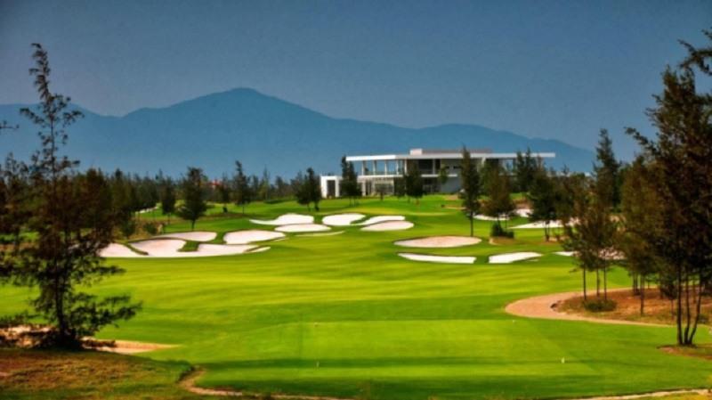 Sân golf với nhiều dịch vụ khác nhau