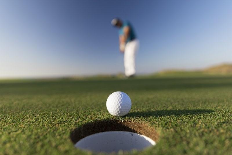 Albatross golf là một thuật ngữ trong golf mà golf thủ phải biết