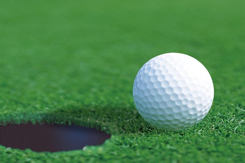 Bóng golf đạt chuẩn cần đáp ứng những tiêu chí về đường kính, trọng lượng và gia tốc