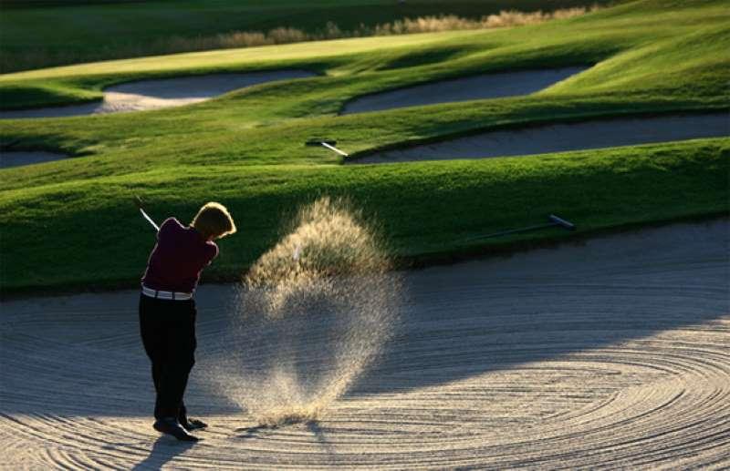 Các lỗ mù được thiết kế rất nhiều quay sân golf