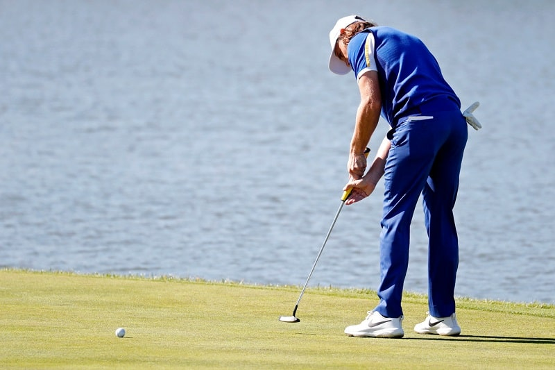 Cách cầm gậy golf putter theo kỹ thuật Claw