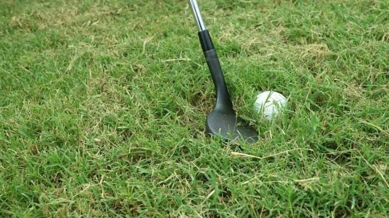 Cách đánh gậy iron sets ở vùng cỏ dày