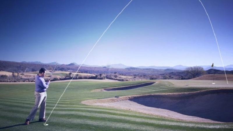 Ví dụ cho một đường đánh bóng golf bay cao và bổng trong kỹ thuật chipping golf