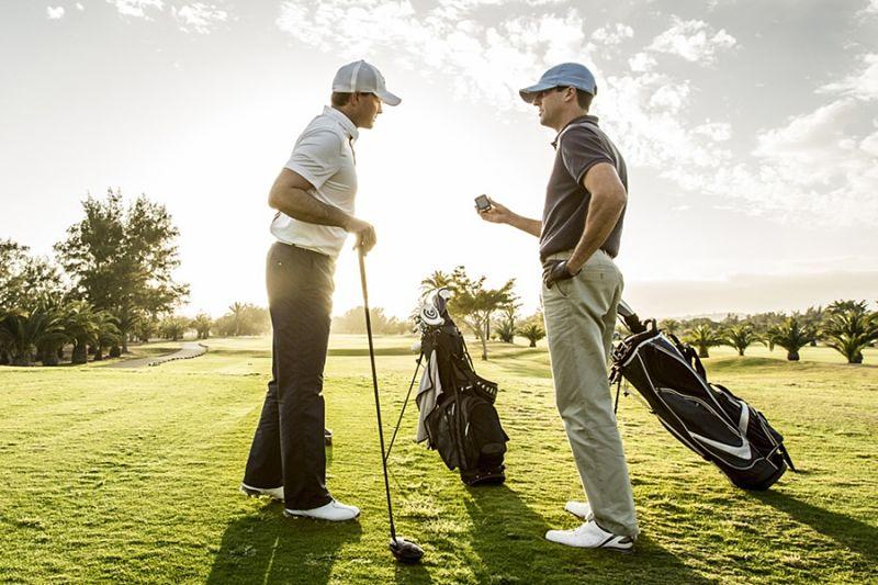 Fly golf là nhóm người chơi golf có cùng trình độ, kỹ thuật