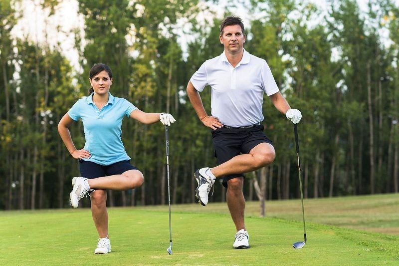 Khởi động trước khi chơi là bước quan trọng trong quá trình học đánh golf