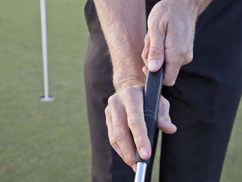 Claw là một trong số những cách cầm gậy golf putter độc đáo được giới golfer yêu thích