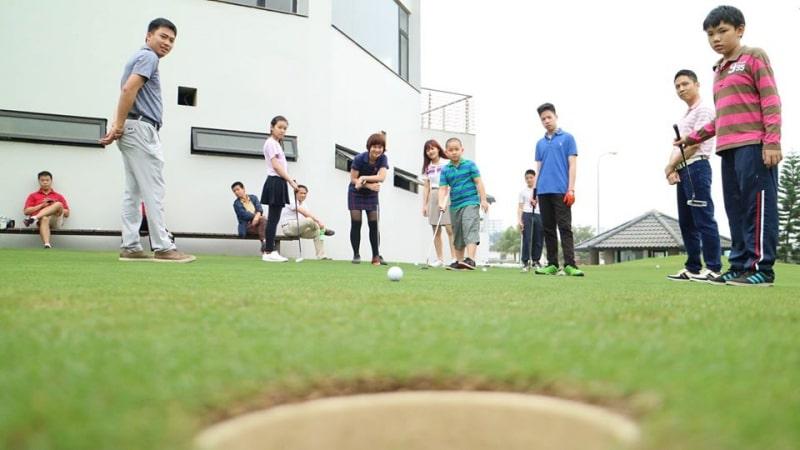 Học golf theo nhóm là cách để hỗ trợ nhau cùng nâng tầm bản thân