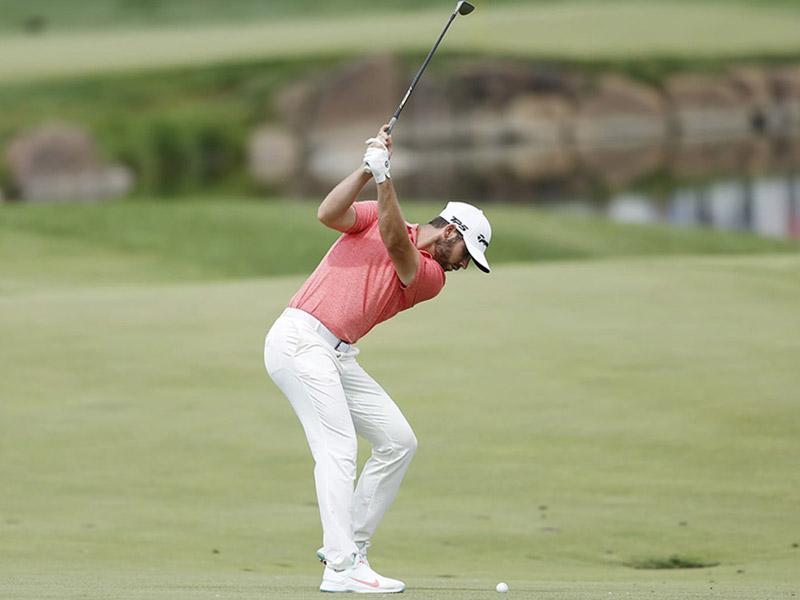 Xử lý bóng bằng gậy sắt ở khoảng cách ngắn là vấn đề khiến nhiều golfer gặp khó khăn