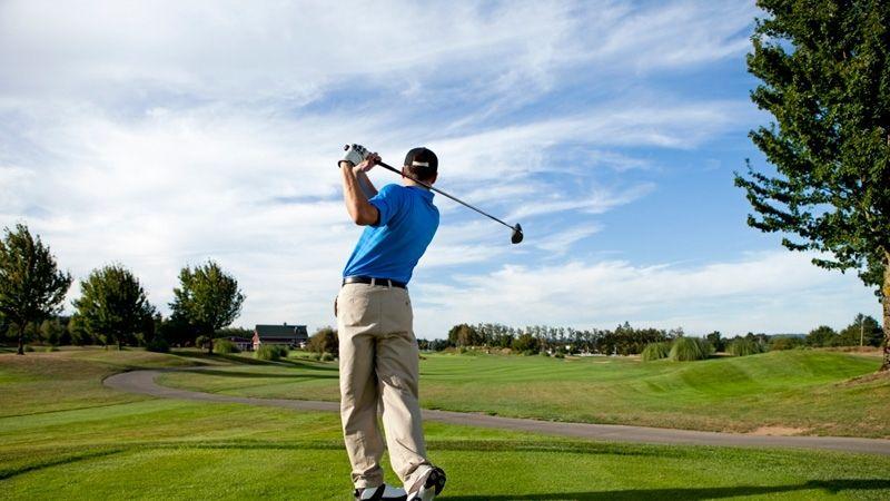 Cầm gậy là kỹ năng cơ bản cần học trước khi rèn luyện kỹ thuật đánh golf