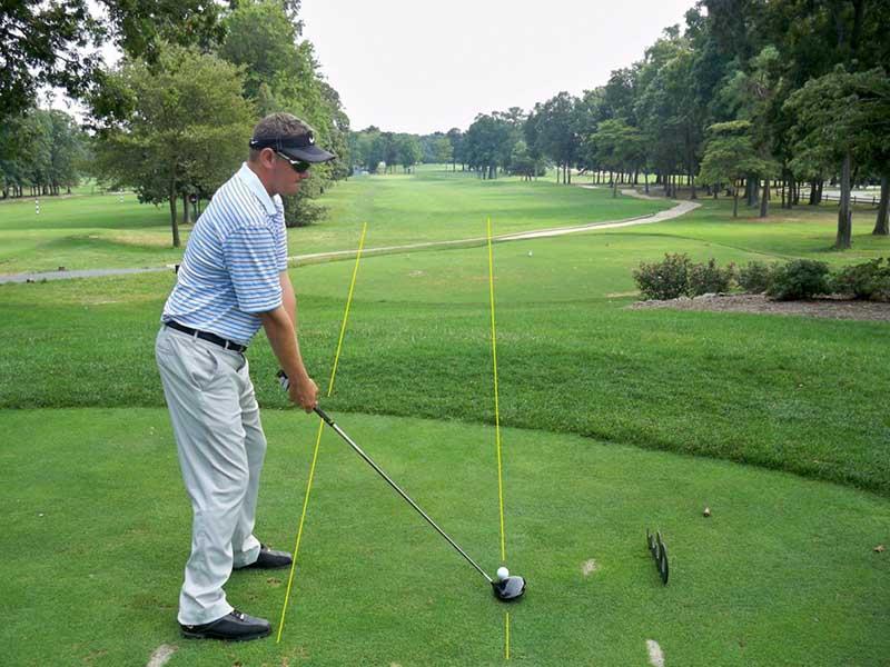 Lỗi swing golf giữ đầu quá lâu sẽ khiến phần vai bị hạn chế di chuyển