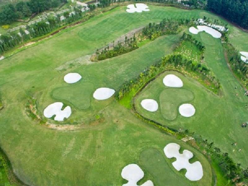 Hiện nay sân golf đang được thiết kế với 2 dạng là sân 18 lỗ và sân 9 lỗ