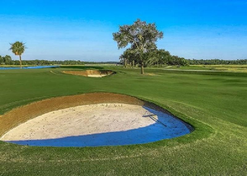 Thành cỏ trên sân golf