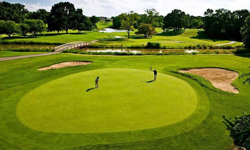 Vùng green trong golf được thiết kế với nhiều độ dốc khác nhau