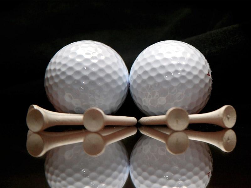 Trên thân bóng golf có xuất hiện nhiều vết lõm