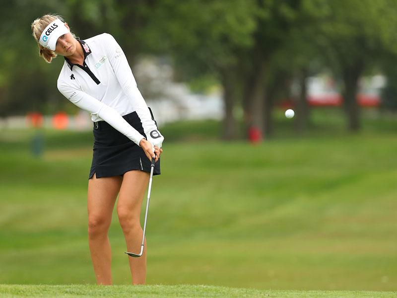Sai lầm của golfer nữ là thực hiện cú xoay người quá nhiều để phát bóng