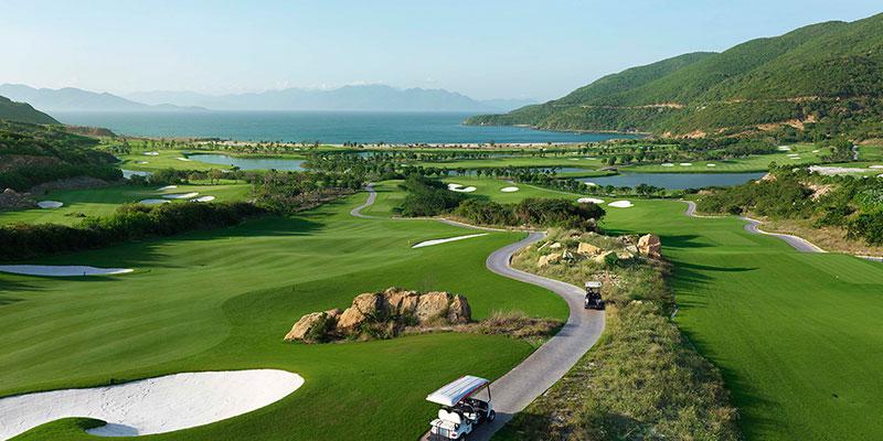 Các hố golf của sân Vinpearl Nha Trang đều hướng ra biển lớn