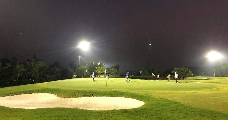 Hệ thống đèn được bật 24/7 để đáp ứng nhu cầu luyện tập và thi đấu của các golfer