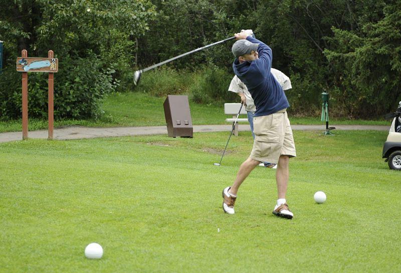 Tee box là khu vực phát bóng ở mỗi hố golf