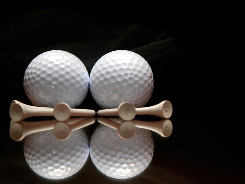 Bóng golf là dụng cụ người chơi cần chuẩn bị