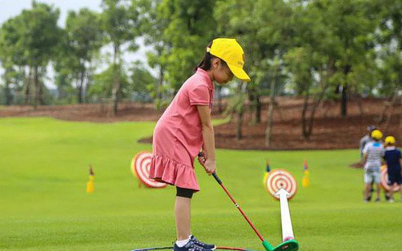 Bộ môn golf có rất nhiều lợi ích đối với trẻ nhỏ