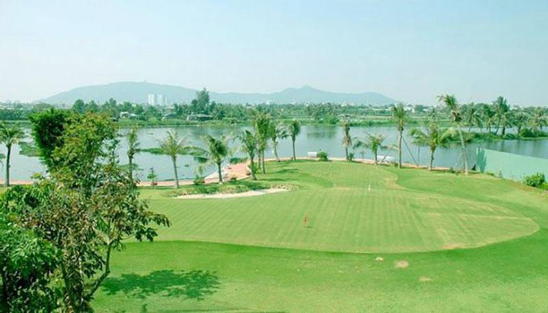 Sân golf Chí Linh Vũng Tàu tọa lạc tại khu vực B12 trung tâm đô thị Chí Linh, đường 3/2 Nguyễn An Ninh