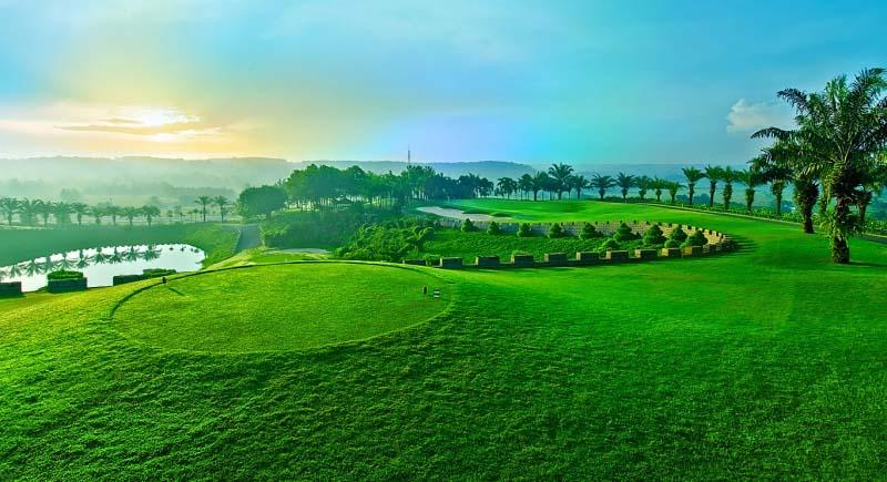 Sân golf Củ Chi có ba mặt sông nước bao quanh