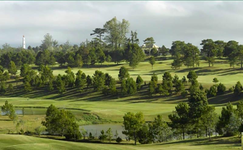 Phí dịch vụ của sân golf phù hợp với những người có thu nhập khá trở lên