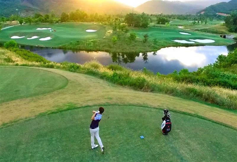 Sân golf Đà Nẵng chắc chắn sẽ làm thỏa mãn những người yêu bộ môn golf