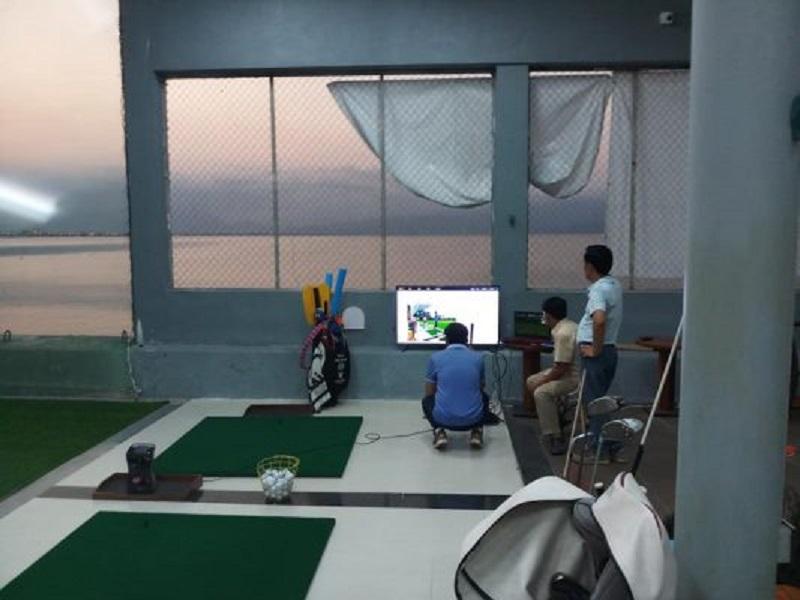 Sân golf Đa Phước thu hút đông đảo người dân khu vực Đà Nẵng tới luyện tập và thi đấu