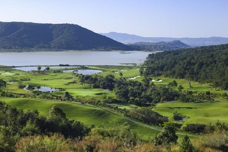 Sân golf Đà Ròn tọa lạc tại tại xã Đạ Ròn, Huyện Đơn Dương, tỉnh Lâm Đồng