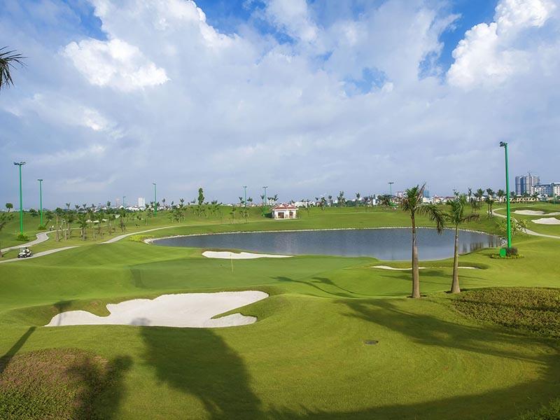 Sân golf Long Biên được đánh giá là một trong những sân golf Hà Nội sở hữu vị trí địa lý và cảnh quan bậc nhất