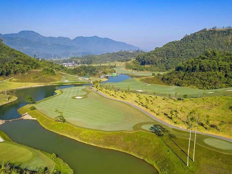 Địa hình ấn tượng là một trong những lợi thế của sân golf này