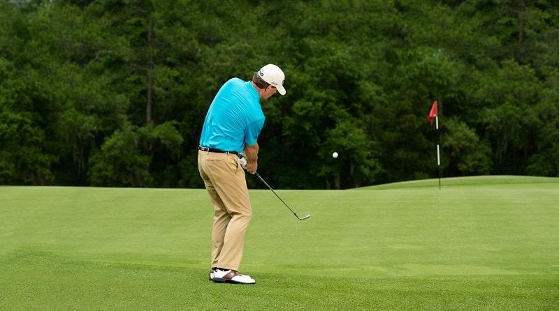 Nếu thực hiện sai tư thế, chắc chắn golfer sẽ bị chấn thương
