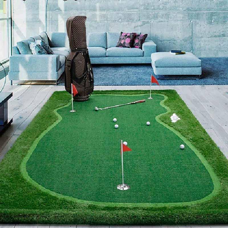 Bạn có thể tự bố trí sân golf trong phòng và tập putt bóng hàng ngày