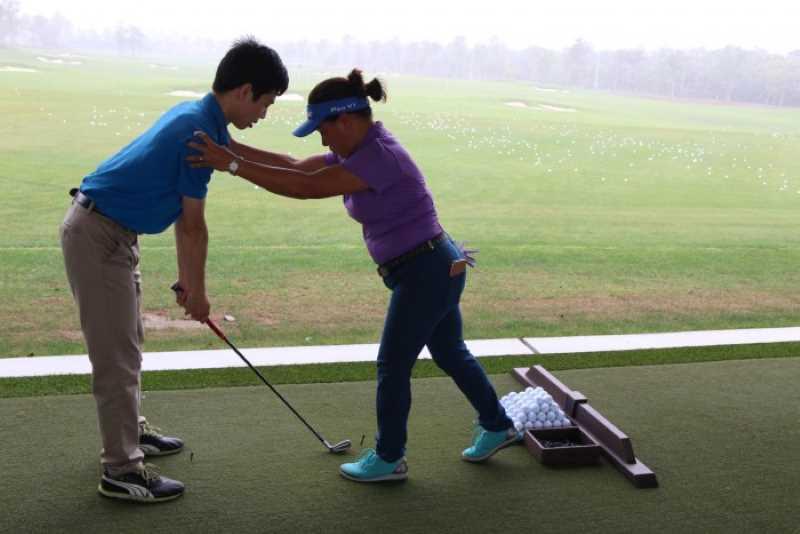 Nếu chọn thầy dạy golf người Việt, bạn sẽ có sự gần gũi hơn về văn hóa, ngôn ngữ