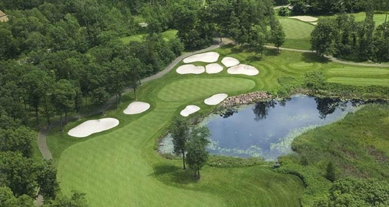 Tiêu chuẩn sân golf 18 lỗ không thể không có các chướng ngại vật