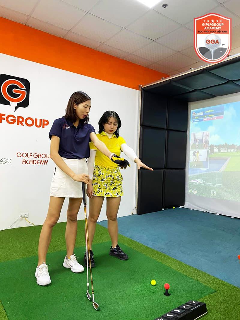 Tham gia các buổi học đánh golf để được rèn luyện về kỹ năng