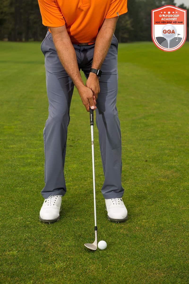 Tư thế đứng chuẩn khi đánh golf