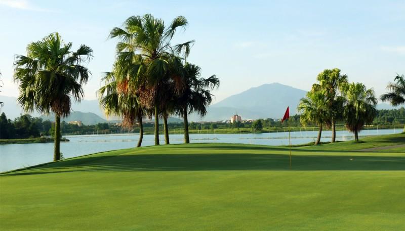 Sân golf Đầm Vạc (Heron Lake Golf Course and Resort) tọa lạc tại Vĩnh Yên, Vĩnh Phúc