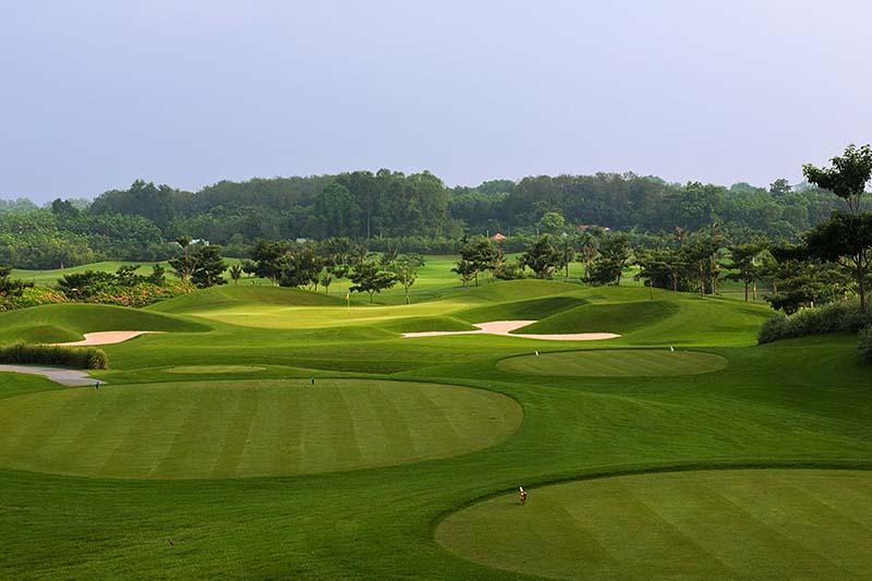 Giá chơi golf tại sân golf Đầm Vạc Vĩnh Phúc được đánh giá là vừa phải