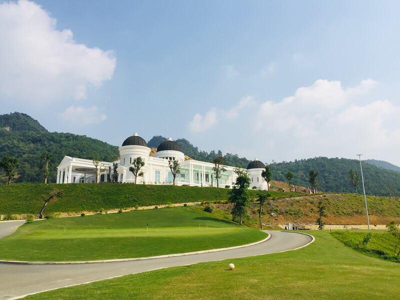 Đây là một sân golf và tổ hợp nghỉ dưỡng đạt chuẩn quốc tế