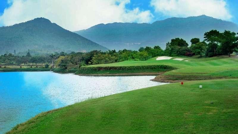 Golf Minh Trí sở hữu những vùng green mịn được thiết kế rộng rãi, hơi gợn sóng