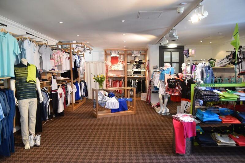 Khu vực Pro-shop bày bán đa dạng các sản phẩm về golf