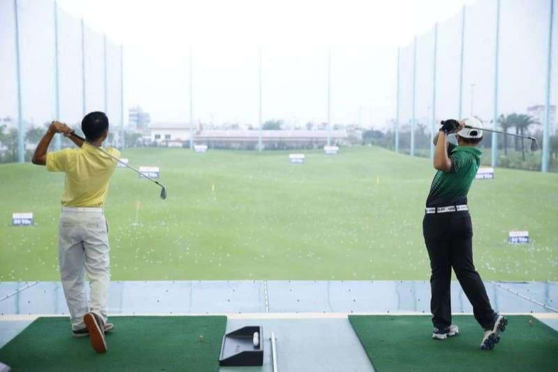 Phí chơi golf có sự dao động tùy theo khung giờ tee off.