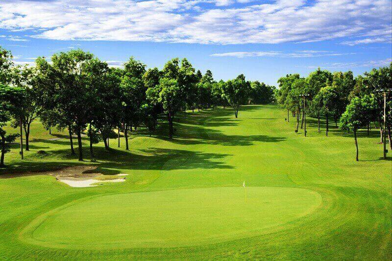 Sân golf Thủ Đức rộng khoảng 300 ha và thiết kế theo kiểu sân 36 lỗ cùng 72 gậy tiêu chuẩn