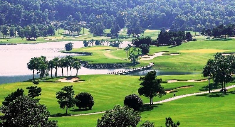 Sân golf Vĩnh Phúc ở Tam Đảo nhìn từ trên xuống