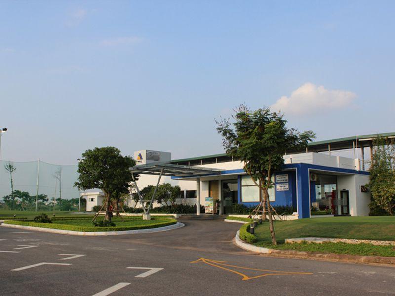 Sân golf Vân Canh được biết đến với khung cảnh thiên nhiên tuyệt đẹp