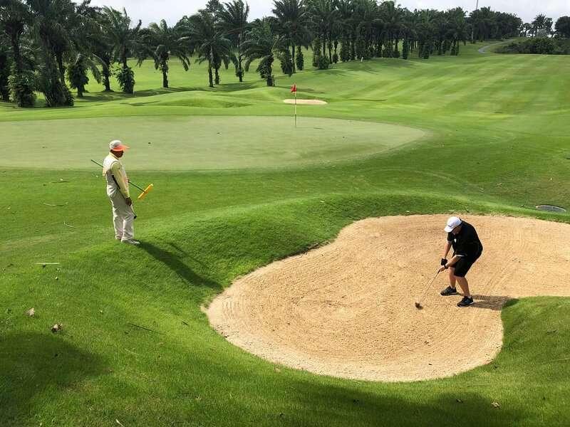 100% nhân viên tại đây đều có trình độ ngoại ngữ tốt, được đào tạo bài bản các kiến thức về golf