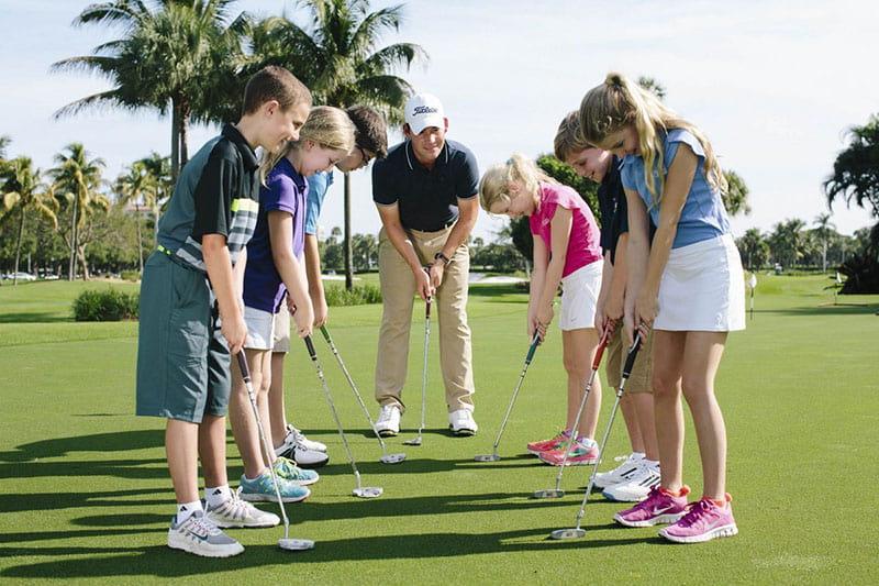 Có nhiều yếu tố tác động đến chi phí học golf